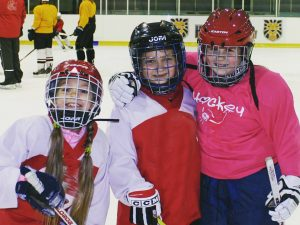 Uzņemam meitenes hokejā!