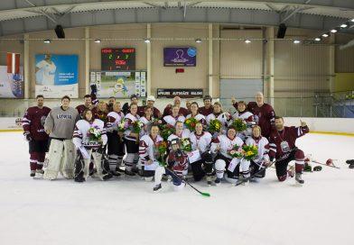 Vispasaules meiteņu hokeja dienā aizraujoša spēle starp LHF darbiniekiem un Latvijas dāmu hokeja izlasi