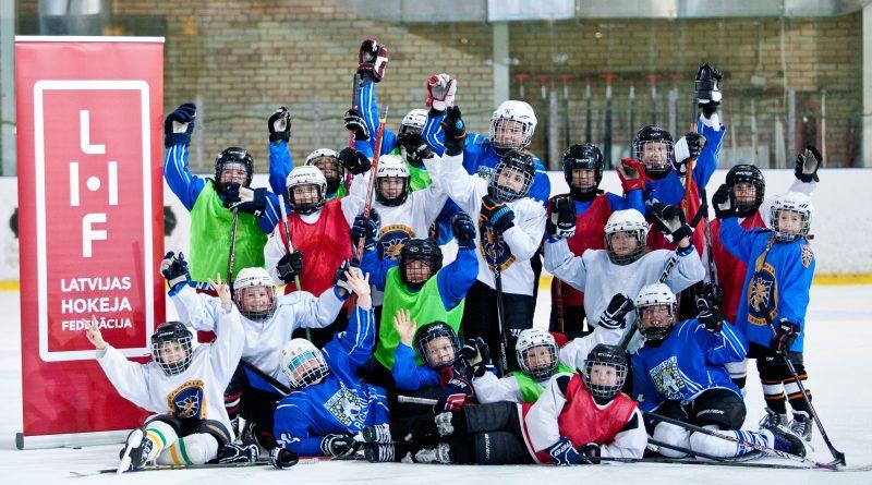 Hokeja turnīrs meitenēm